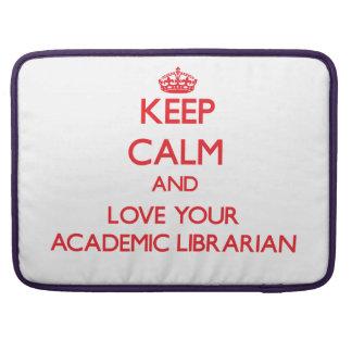 Guarde la calma y ame a su bibliotecario académico fundas para macbooks