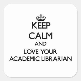 Guarde la calma y ame a su bibliotecario académico pegatina cuadrada