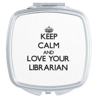 Guarde la calma y ame a su bibliotecario espejos de viaje