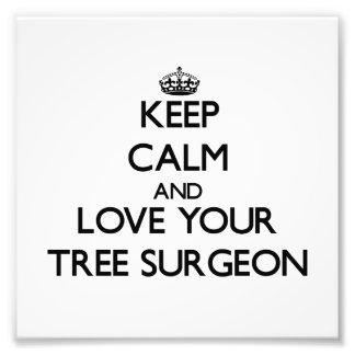 Guarde la calma y ame a su cirujano de árbol impresiones fotográficas