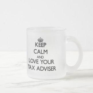 Guarde la calma y ame a su consejero de impuesto taza de café