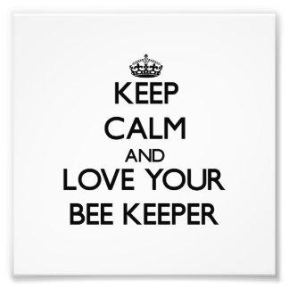 Guarde la calma y ame a su encargado de la abeja impresiones fotográficas