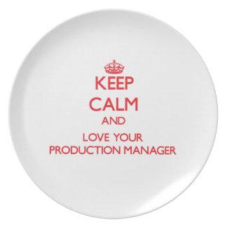 Guarde la calma y ame a su encargado de producción platos de comidas