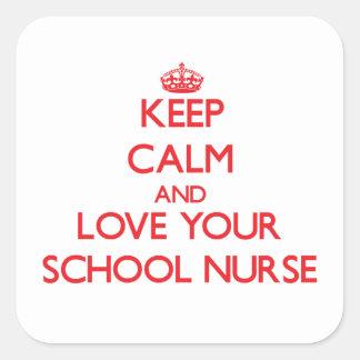 Guarde la calma y ame a su enfermera de la escuela calcomania cuadradas