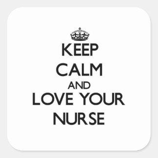 Guarde la calma y ame a su enfermera pegatina cuadrada