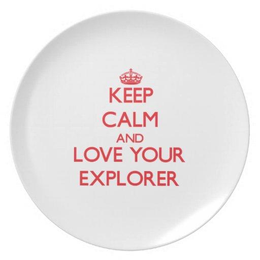 Guarde la calma y ame a su explorador plato para fiesta
