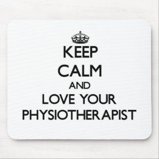 Guarde la calma y ame a su fisioterapeuta alfombrilla de ratón