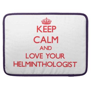 Guarde la calma y ame a su helmintologista funda para macbook pro