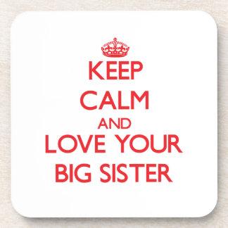 Guarde la calma y ame a su hermana grande posavaso