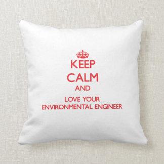Guarde la calma y ame a su ingeniero ambiental cojines