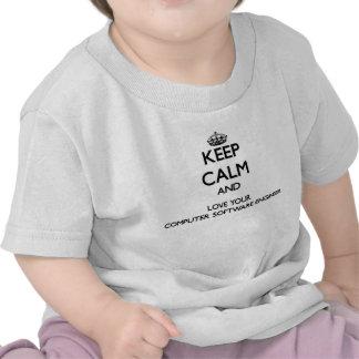 Guarde la calma y ame a su ingeniero de los progra camisetas