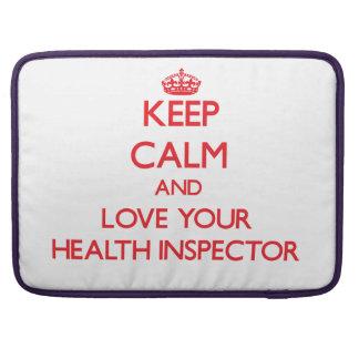 Guarde la calma y ame a su inspector de la salud funda para macbook pro
