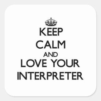 Guarde la calma y ame a su intérprete calcomanías cuadradases