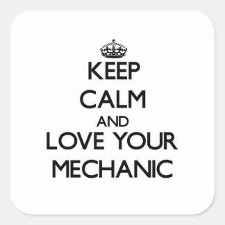 Guarde la calma y ame a su mecánico pegatina cuadrada