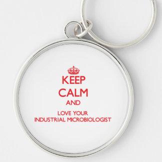 Guarde la calma y ame a su microbiólogo industrial llavero personalizado