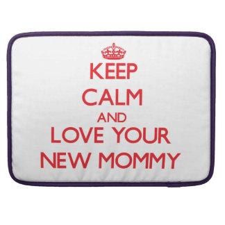 Guarde la calma y ame a su nueva mamá funda macbook pro