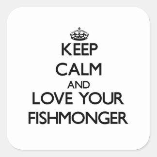 Guarde la calma y ame a su pescadero pegatina cuadrada