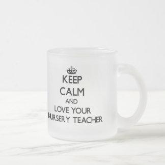 Guarde la calma y ame a su profesor del cuarto de  tazas