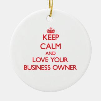 Guarde la calma y ame a su propietario de negocio adorno redondo de cerámica
