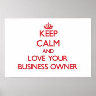 Guarde la calma y ame a su propietario de negocio poster
