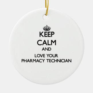 Guarde la calma y ame a su técnico de la farmacia adorno navideño redondo de cerámica