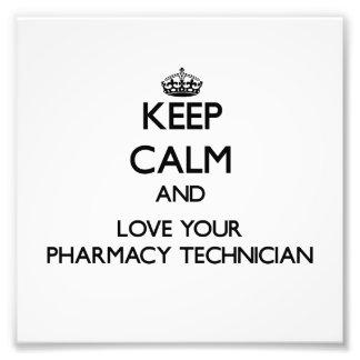 Guarde la calma y ame a su técnico de la farmacia fotografías