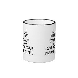 Guarde la calma y ame a su vendedor taza de café