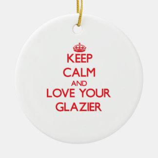 Guarde la calma y ame a su vidriero adorno redondo de cerámica