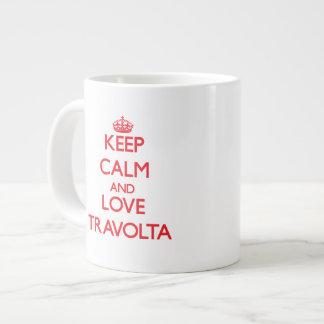 Guarde la calma y ame a Travolta Taza Grande