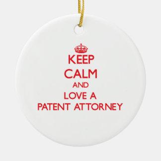 Guarde la calma y ame a un abogado de patentes ornamente de reyes