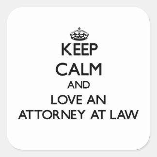 Guarde la calma y ame a un abogado en la ley calcomanía cuadradase