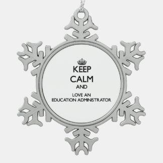 Guarde la calma y ame a un administrador de la adorno de peltre en forma de copo de nieve