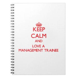 Guarde la calma y ame a un aprendiz de la gestión libro de apuntes con espiral