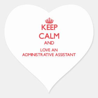 Guarde la calma y ame a un ayudante administrativo calcomanías corazones personalizadas