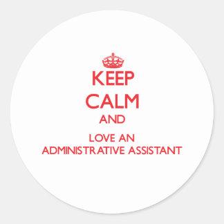 Guarde la calma y ame a un ayudante administrativo etiqueta