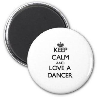 Guarde la calma y ame a un bailarín imán redondo 5 cm