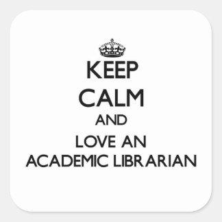 Guarde la calma y ame a un bibliotecario académico pegatina cuadrada