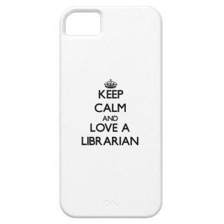 Guarde la calma y ame a un bibliotecario iPhone 5 Case-Mate cobertura