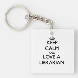 Guarde la calma y ame a un bibliotecario llavero cuadrado acrílico a una cara