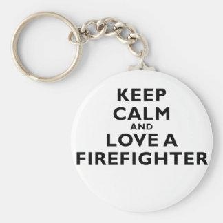 Guarde la calma y ame a un bombero llavero redondo tipo pin
