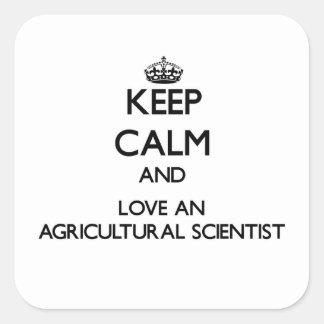Guarde la calma y ame a un científico agrícola calcomanías cuadradass