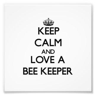 Guarde la calma y ame a un encargado de la abeja impresión fotográfica