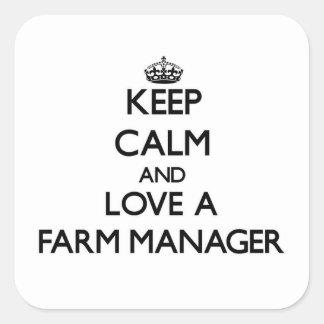Guarde la calma y ame a un encargado de la granja colcomanias cuadradas