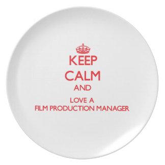 Guarde la calma y ame a un encargado de producción platos para fiestas
