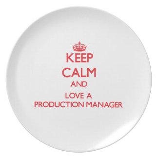 Guarde la calma y ame a un encargado de producción plato para fiesta