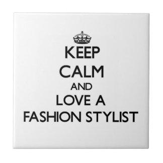Guarde la calma y ame a un estilista de la moda azulejo