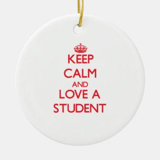 Guarde la calma y ame a un estudiante ornato