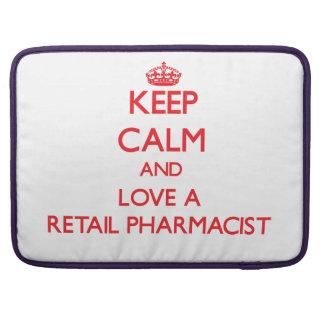 Guarde la calma y ame a un farmacéutico al por men funda para macbooks
