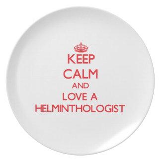 Guarde la calma y ame a un helmintologista plato de cena