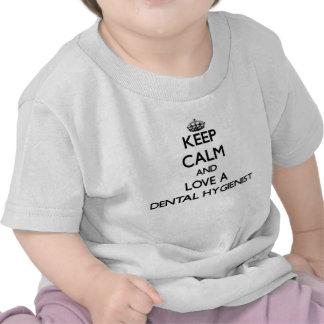 Guarde la calma y ame a un higienista dental camiseta